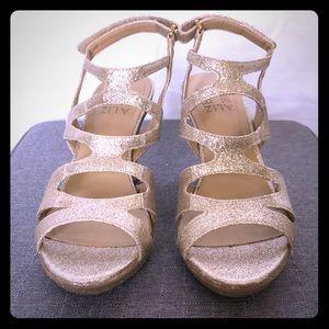 NWOT Naturilzer Gold Dianna Dress Sandals heels